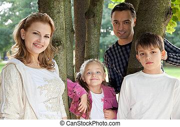 vier, lächeln glücklich, familie, draußen