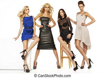 vier, modellen, aantrekkelijk, vrouwlijk, samen
