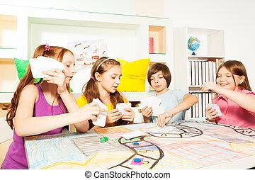 vier, spiel, tischplatte, karten, friends, spielende