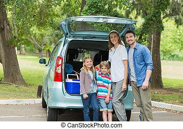vier, während, autokofferraum, familie picknick
