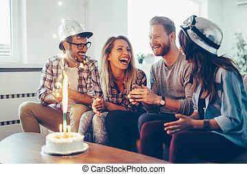 vieren, jarig, samen, groep, thuis, vrienden