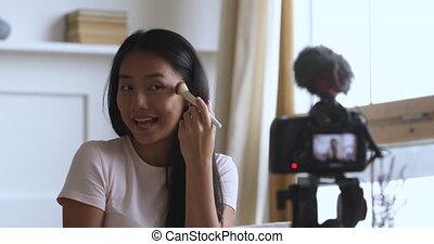 vietnamien, femme heureuse, séduisant, video., blogger, enregistrement, jeune