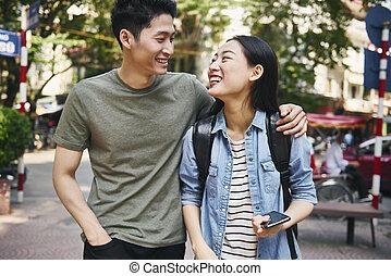 vietnamien, ville, couple, heureux