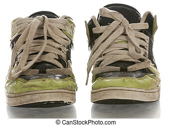 vieux, épuisé, chaussures courantes, à, reflet, blanc, fond