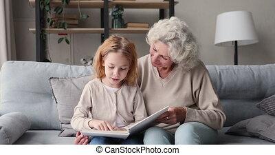 vieux, apprentissage, maison, grand-maman, lecture fille, ...