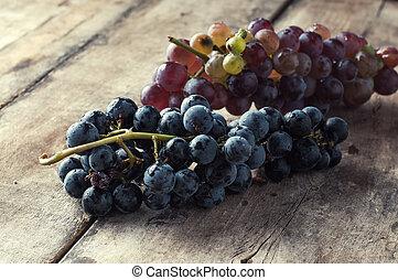 vieux, bois, table., raisins