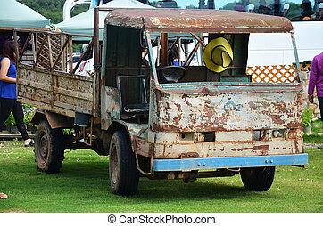 vieux camion, jardin
