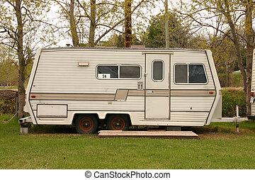 vieux, caravane, dans, a, parc