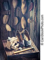 vieux, chaussures, atelier, cordonnier, dentelles, outils