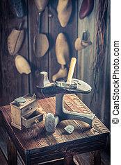 vieux, chaussures, cordonnier, dentelles, outils, lieu travail