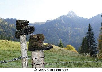 vieux, chaussures, porté
