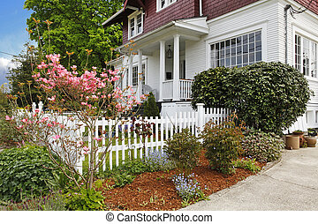 vieux, classique, maison, grand, américain, artisan, exterior.