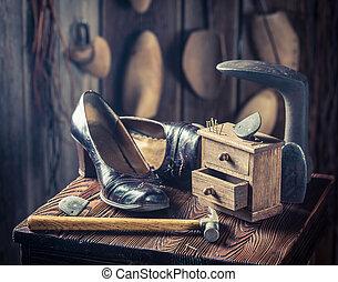 vieux, clous, atelier, cordonnier, marteau, chaussures