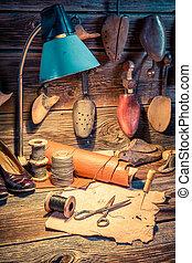 vieux, cuir, chaussures, atelier, cordonnier, outils
