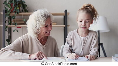 vieux, devoirs, aides, grand-mère, école, mignon, petite-...