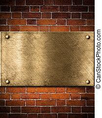 vieux, doré, ou, bronze, plaque, sur, mur brique