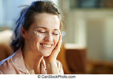 vieux, femme foyer, oeil, 40, heureux, crème, demande, ...