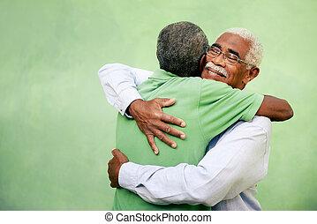 vieux, frères, hommes, deux, étreindre, noir, dehors, actif, retiré, personne agee, loisir