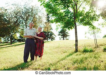 vieux gens, couple, personnes agées, nature., heureux