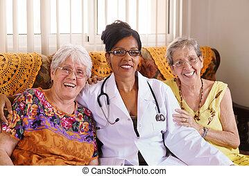 vieux gens, docteur, hospice, portrait, heureux