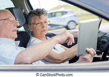 vieux gens, voiture, apprécier, voyage, route, heureux