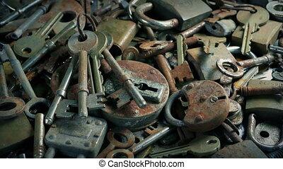vieux, grand, sur, tas, en mouvement, clés, serrures
