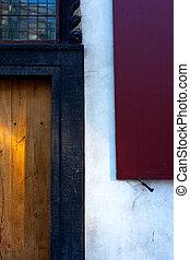 vieux, maison bois, jaune, volets, porte, rouges