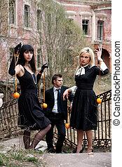 vieux, maison, deux, oranges, à côté de, girl, homme
