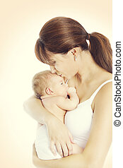 vieux, maman, mère, bébé, une, nouveau né, né, baiser, enfant, nouveau, mois, gosse, tenue, baisers