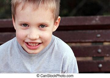vieux, mignon, portrait, enfant garçon, dehors, 5, années