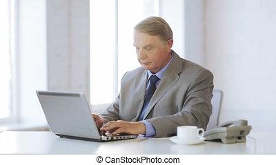 vieux, ordinateur portable, téléphone, informatique, appeler, prendre, homme
