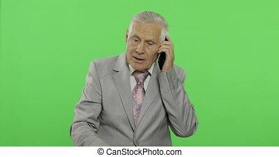 vieux, personnes agées, complet, pourparlers, homme affaires, beau, smartphone., homme