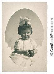 vieux, photo famille, portrait, de, petite fille, à, jouet, balle