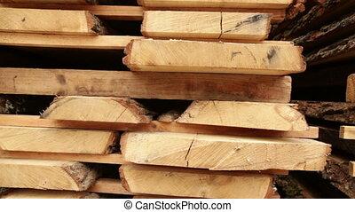 vieux planche scierie bois construction vieux vid o m trage de stock rechercher des. Black Bedroom Furniture Sets. Home Design Ideas