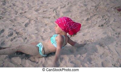 vieux, rouleau, elle-même, plage., cinq, sable, mouillé, ...