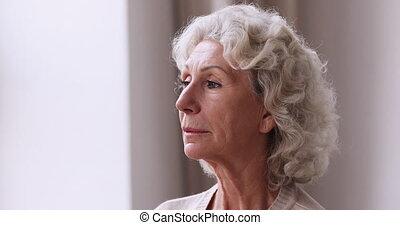 vieux, solitude, malheureux, mûr femme, indoors., sentiment, triste