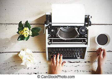 vieux, sommet, écriture, mains, machine écrire, vue