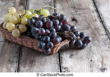 vieux, table bois, raisins