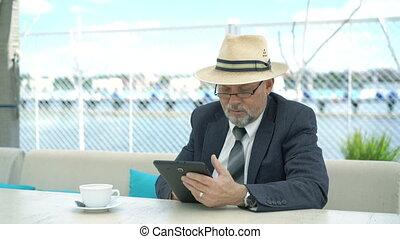 vieux, tablette, informatique, 4k, cafe., homme, amical, beau