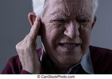 vieux, tinnitus, homme