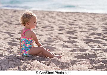 vieux, une, année, dorlotez fille, plage