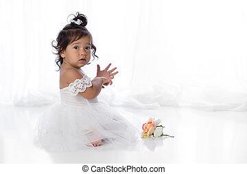 vieux, une, année, dorlotez fille, robe, blanc