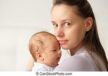 vieux, une, nouveau né, mère, bébé, mois