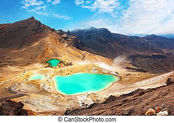 Tongariro Crossing - View at beautiful Emerald lakes on ...