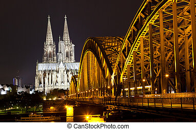 View of Cologne and the Cologne cathedral in the night