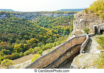 gorge mariam-dere and wall of chufut-kale town - view of...