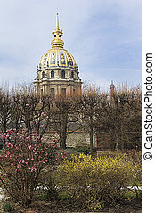 view of Les Invalides(The National Residence of the Invalids).It's a complex of museums and monuments in Paris, and the burial site for some of France's war heroes, notably Napoleon Bonaparte