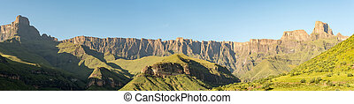 View of the Amphitheatre in the Kwazulu-Natal Drakensberg - ...