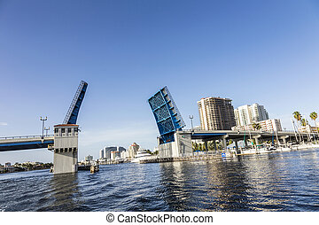 View of the Fort Lauderdale Intracoastal Waterway with a ...