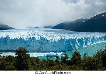 View of the magnificent Perito Moreno glacier, Argentina. -...